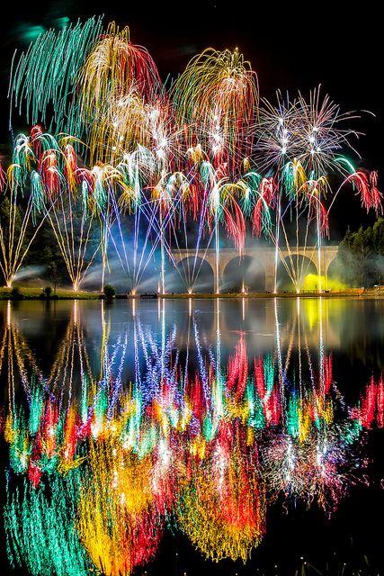Vuurwerk bij nieuwjaarsmeditatie